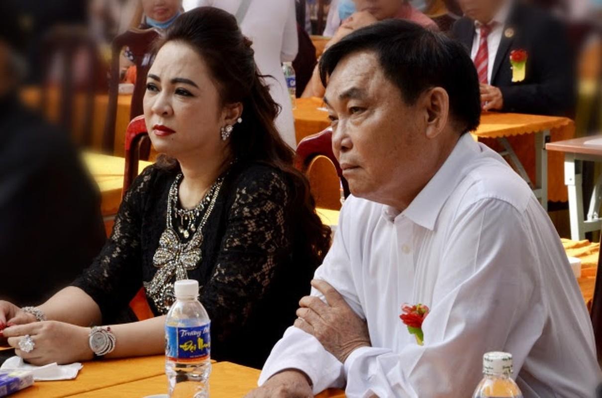 Netizen to mo cach doi xu voi con rieng cua chong ba Phuong Hang-Hinh-5