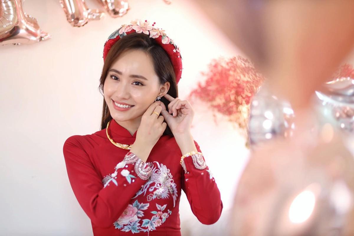 Dien ao dai trong le an hoi, dan MC VTV dep xao xuyen-Hinh-2