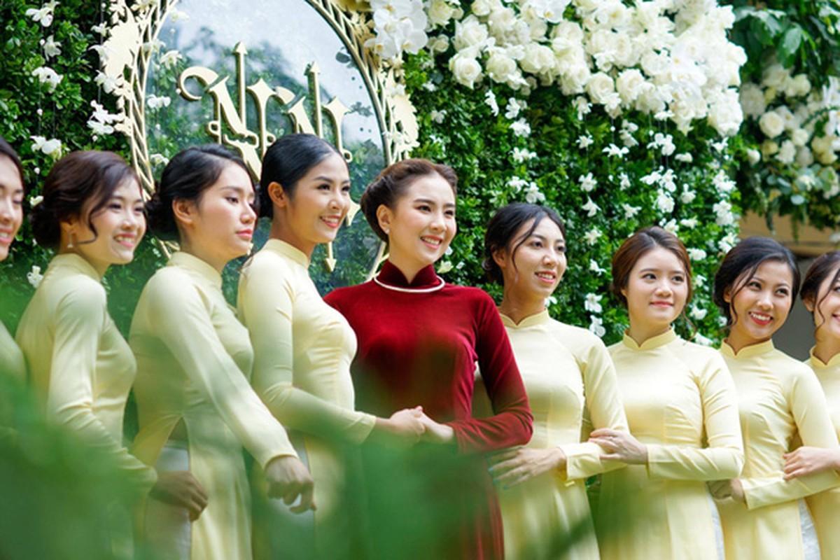 Dien ao dai trong le an hoi, dan MC VTV dep xao xuyen-Hinh-4