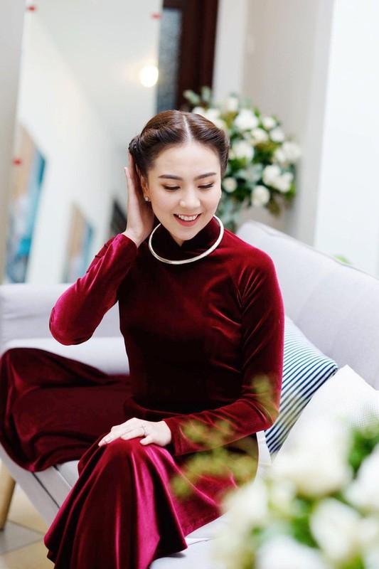 Dien ao dai trong le an hoi, dan MC VTV dep xao xuyen-Hinh-6