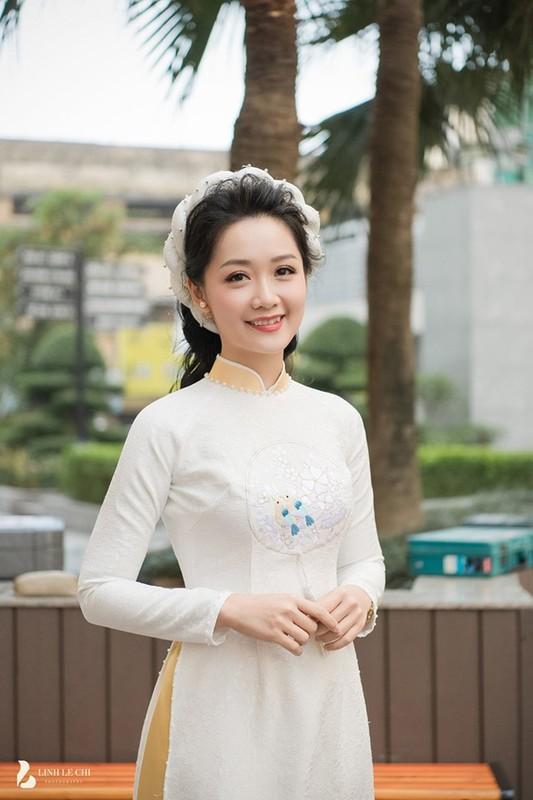 Dien ao dai trong le an hoi, dan MC VTV dep xao xuyen-Hinh-8