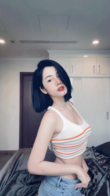 Dan hot girl Viet dung giua