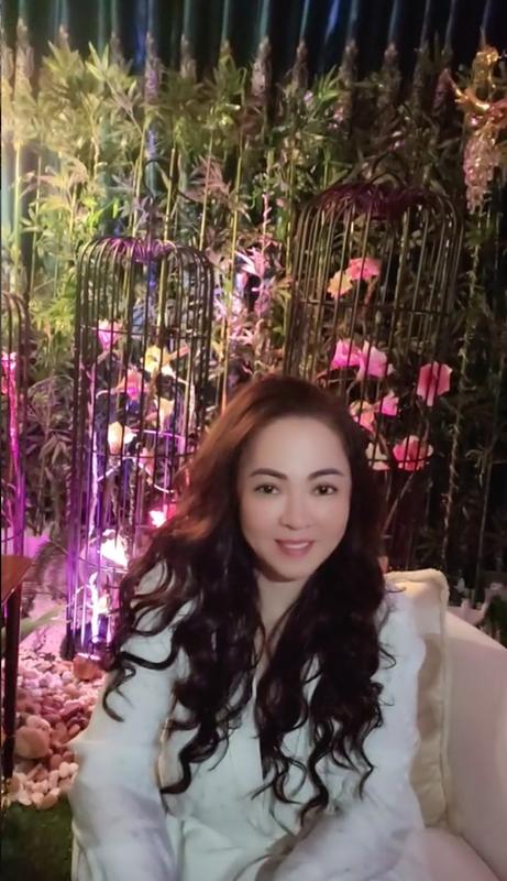 Tu hao khoe mat moc, ba Phuong Hang nhan binh luan la tu netizen-Hinh-3