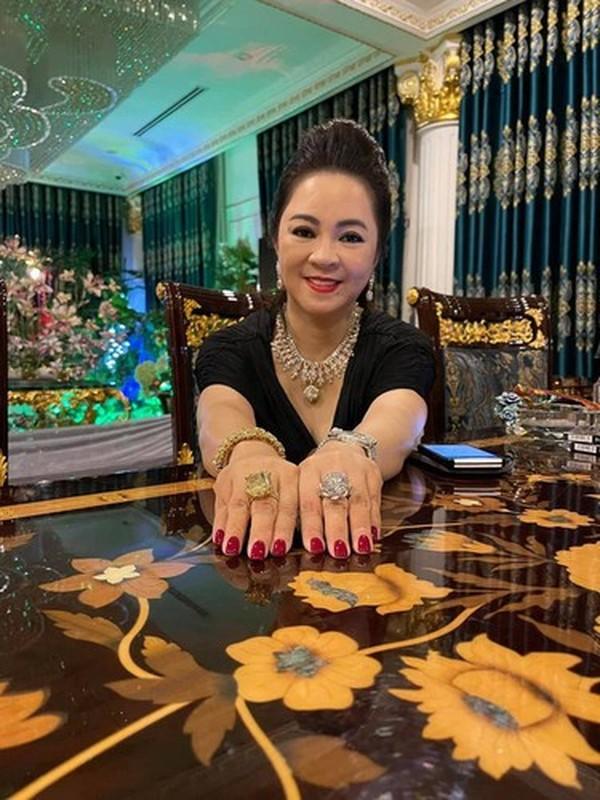 Tu hao khoe mat moc, ba Phuong Hang nhan binh luan la tu netizen-Hinh-8