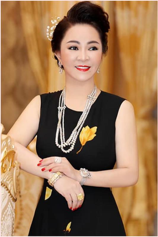 Tu hao khoe mat moc, ba Phuong Hang nhan binh luan la tu netizen