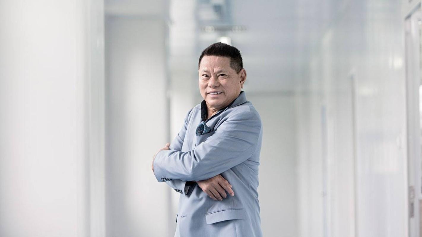 Tuyen giup viec, ty phu Hoang Kieu lam netizen