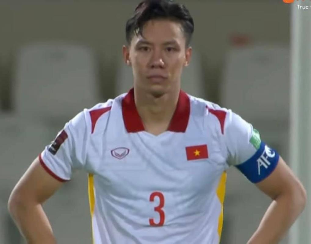 Thua Trung Quoc, cau thu doi tuyen Viet Nam roi le fan xot xa-Hinh-10