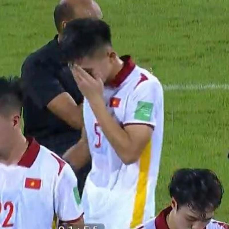 Thua Trung Quoc, cau thu doi tuyen Viet Nam roi le fan xot xa-Hinh-12