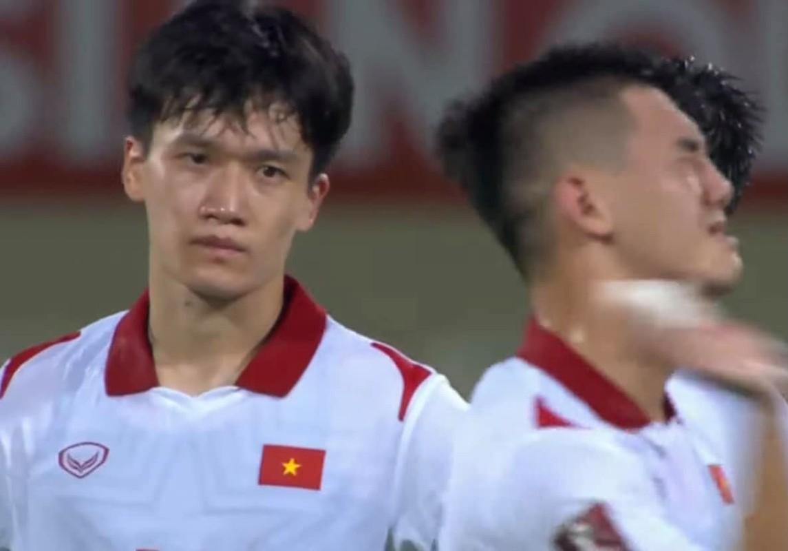 Thua Trung Quoc, cau thu doi tuyen Viet Nam roi le fan xot xa-Hinh-3