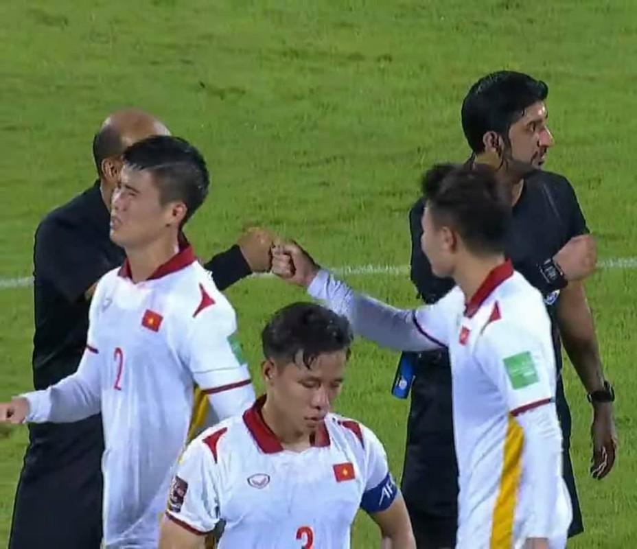 Thua Trung Quoc, cau thu doi tuyen Viet Nam roi le fan xot xa-Hinh-5
