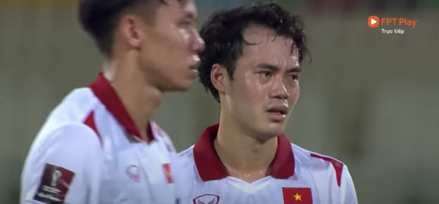 Thua Trung Quoc, cau thu doi tuyen Viet Nam roi le fan xot xa-Hinh-7