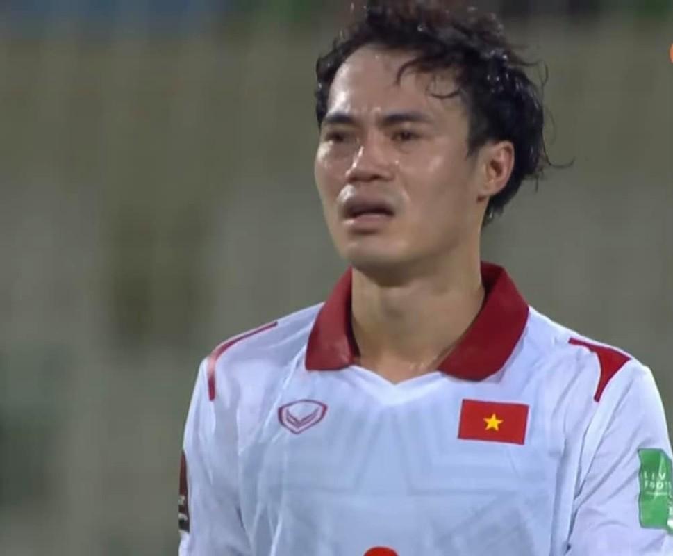 Thua Trung Quoc, cau thu doi tuyen Viet Nam roi le fan xot xa-Hinh-8