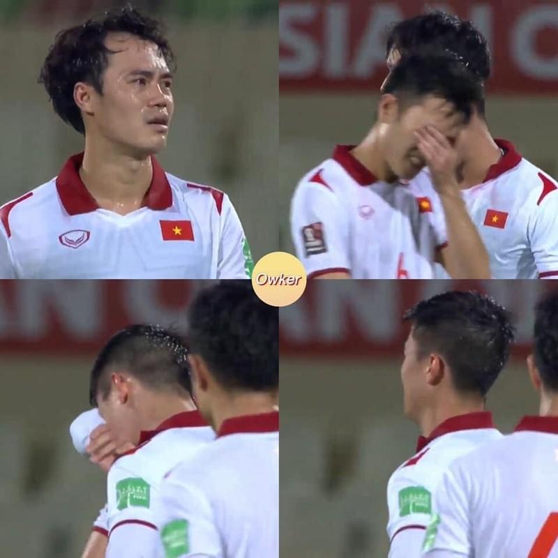 Thua Trung Quoc, cau thu doi tuyen Viet Nam roi le fan xot xa