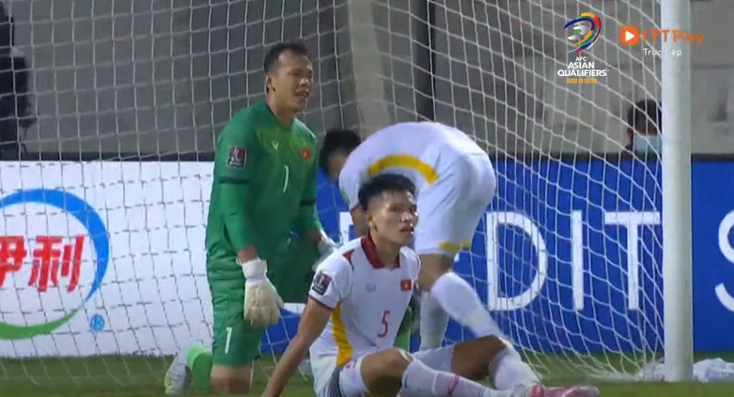 Doi tuyen Viet Nam thua Trung Quoc, Tan Truong nhan loi cay dang-Hinh-10