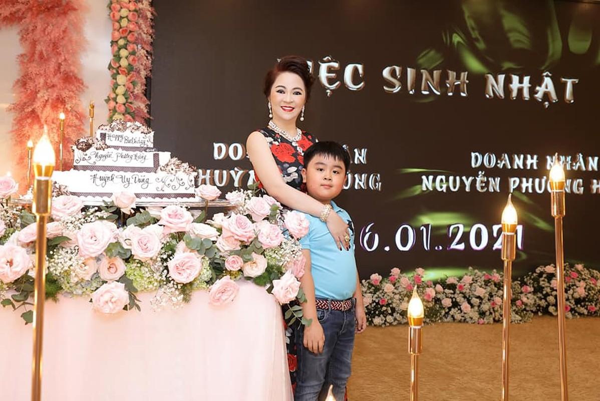 Du cang thang ba Phuong Hang phai bat cuoi voi