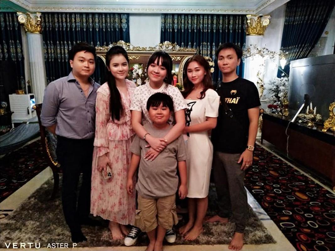 Con dau tuong lai hanh dong la khi ba Phuong Hang dang livestream-Hinh-12