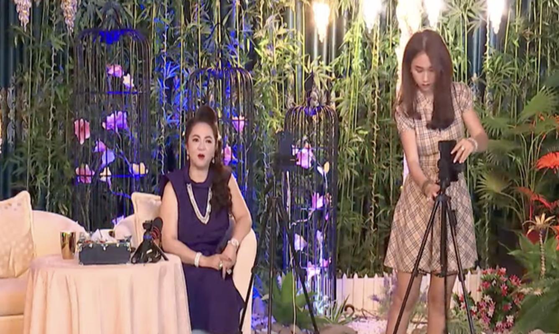 Con dau tuong lai hanh dong la khi ba Phuong Hang dang livestream-Hinh-3