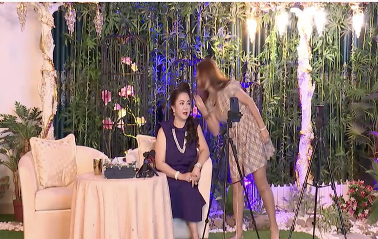Con dau tuong lai hanh dong la khi ba Phuong Hang dang livestream-Hinh-4