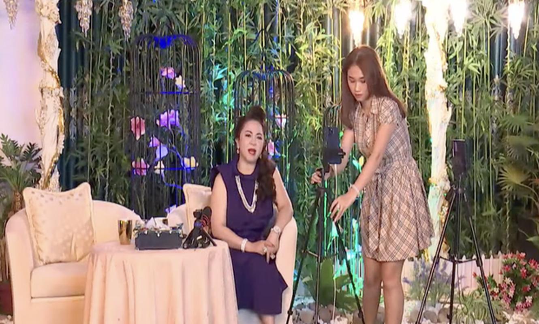 Con dau tuong lai hanh dong la khi ba Phuong Hang dang livestream-Hinh-5