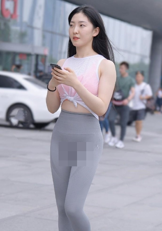 Dien quan bo sat, gai xinh quay TikTok lam netizen xau ho thay-Hinh-12