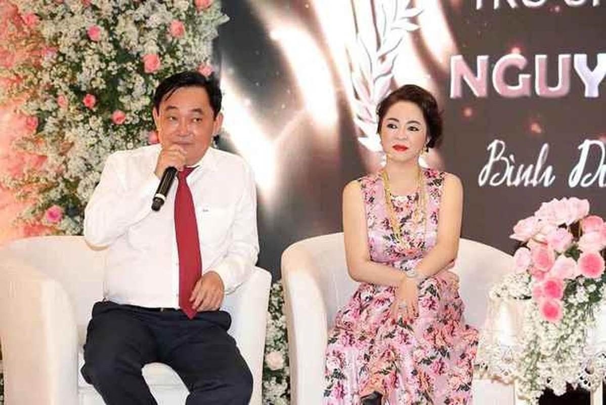 Netizen tò mò về cách đối đãi của bà Phương Hằng với nhân viên