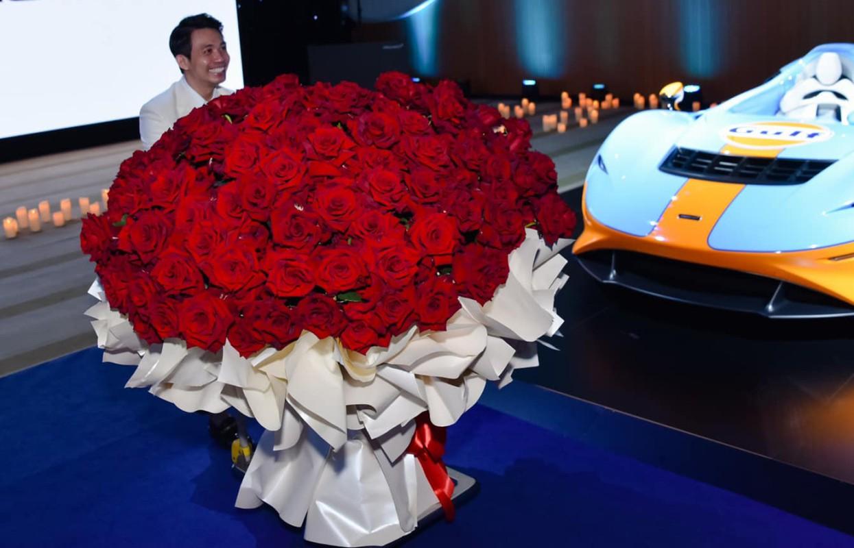 Mừng 9 năm cưới đại gia Minh Nhựa tặng vợ hai quà gì?