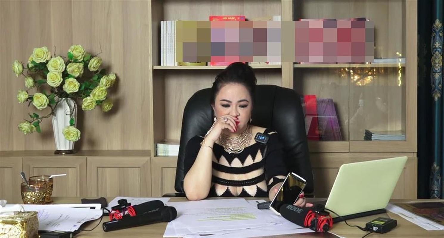 """Bà Phương Hằng mải mê livestream, ông Dũng """"lò vôi"""" phản ứng gì?"""
