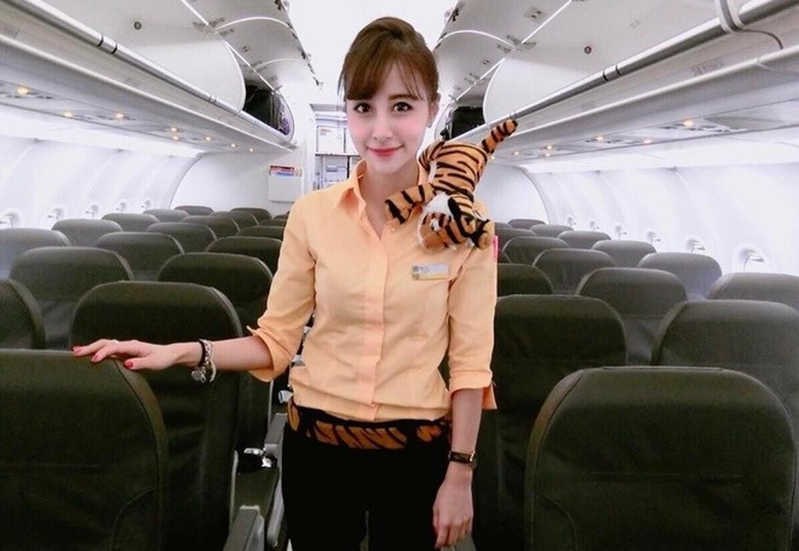 """Soi cận nhan sắc tiếp viên hàng không Đài Loan """"ngàn năm có 1"""""""