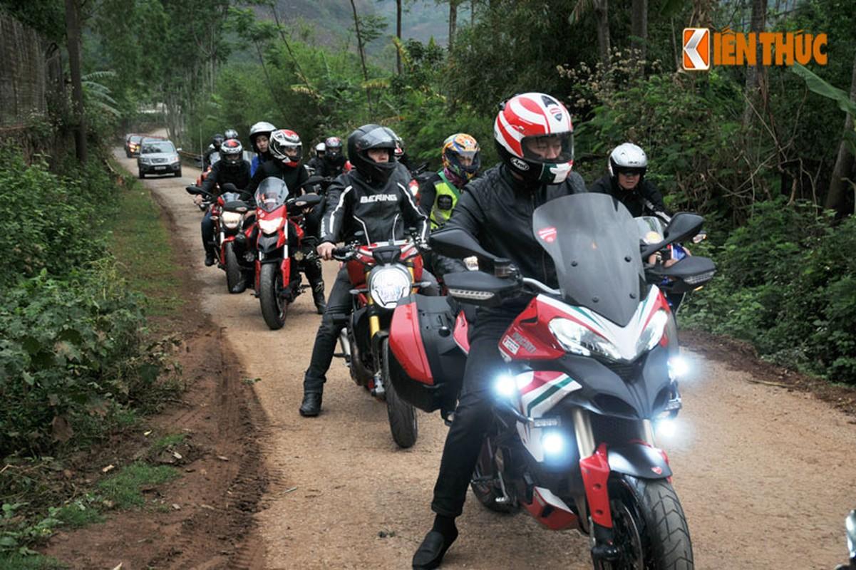 Dan moto Ducati treo deo, loi suoi thien nguyen Son La-Hinh-12