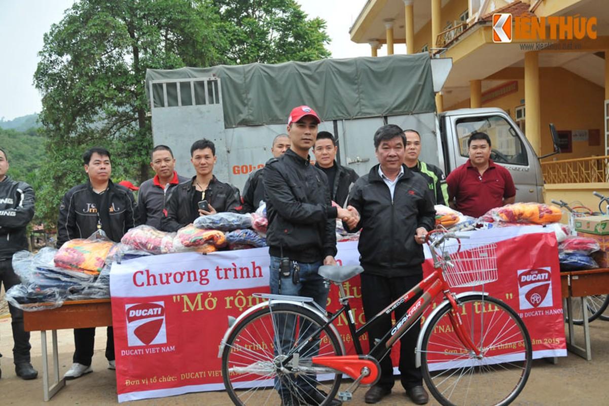 Dan moto Ducati treo deo, loi suoi thien nguyen Son La-Hinh-15