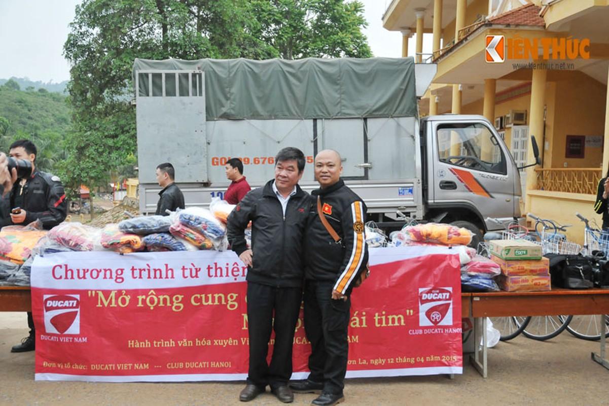 Dan moto Ducati treo deo, loi suoi thien nguyen Son La-Hinh-16