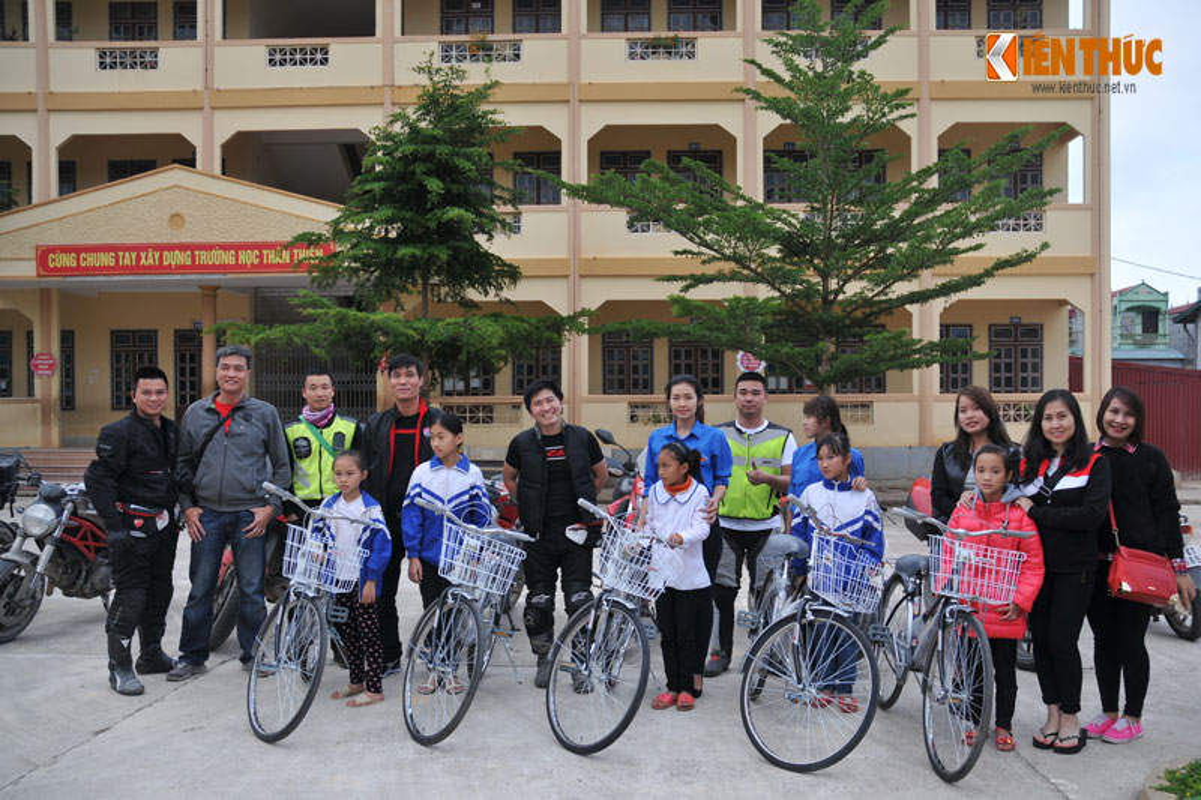 Dan moto Ducati treo deo, loi suoi thien nguyen Son La-Hinh-18