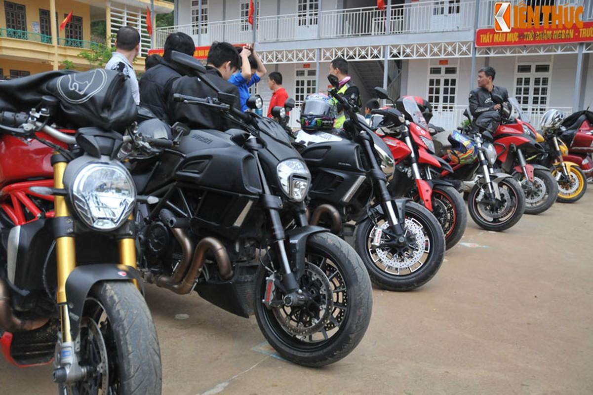 Dan moto Ducati treo deo, loi suoi thien nguyen Son La-Hinh-2