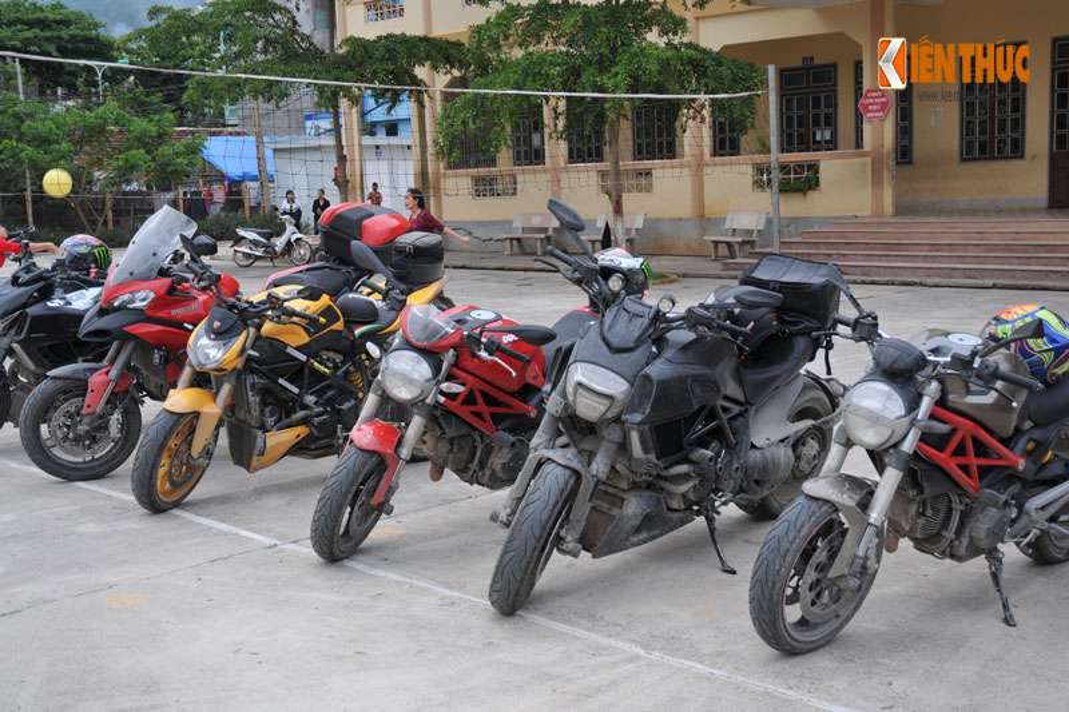 Dan moto Ducati treo deo, loi suoi thien nguyen Son La-Hinh-3