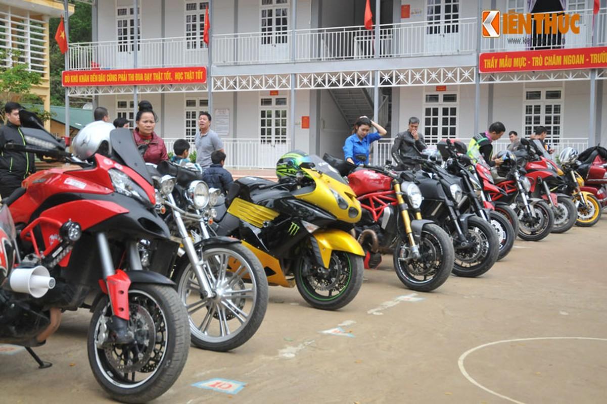 Dan moto Ducati treo deo, loi suoi thien nguyen Son La