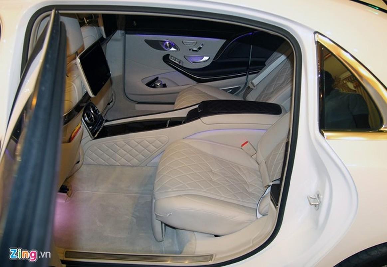 Xe sieu sang Mercedes Maybach S600 trang mo do mam o Sai Gon-Hinh-11