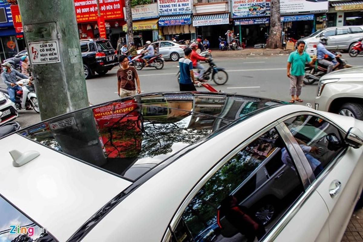 Xe sieu sang Mercedes Maybach S600 trang mo do mam o Sai Gon-Hinh-8