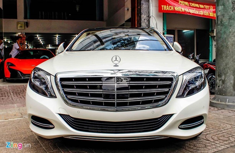 Xe sieu sang Mercedes Maybach S600 trang mo do mam o Sai Gon