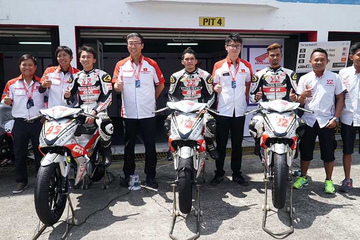 Honda Viet Nam tham du chang 4 giai dua moto Chau A