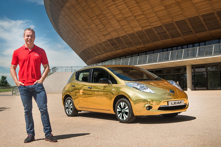 Can canh xe dien Nissan Leaf ma vang day