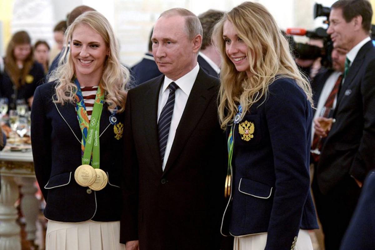 Tong thong Putin trao tang xe BMW cho VDV Olympic-Hinh-2
