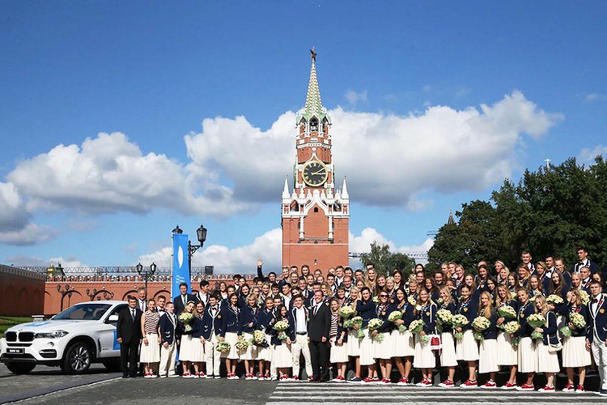 Tong thong Putin trao tang xe BMW cho VDV Olympic-Hinh-9