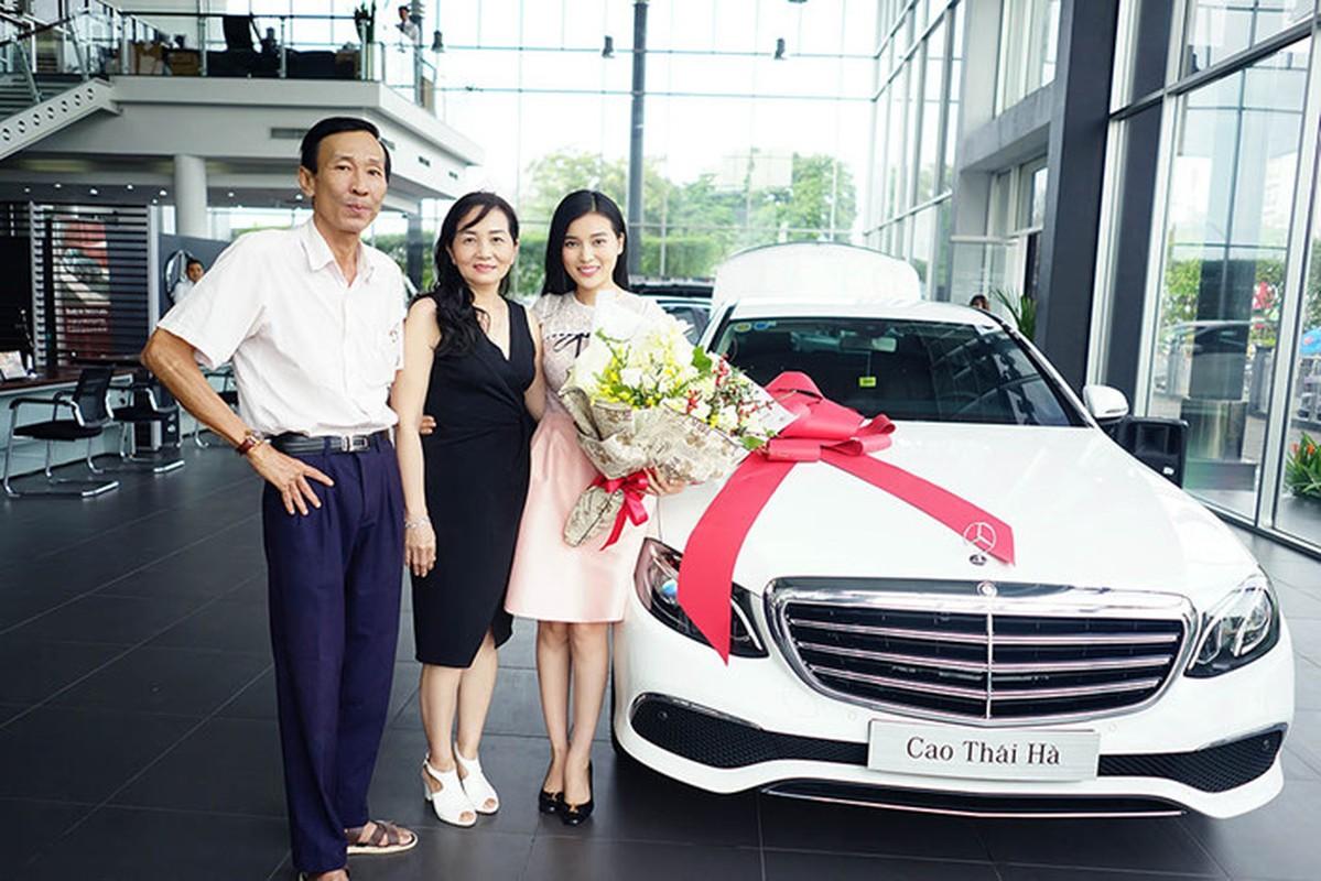 Chan dai Cao Thai Ha tau xe sang Mercedes E200 tien ty-Hinh-2