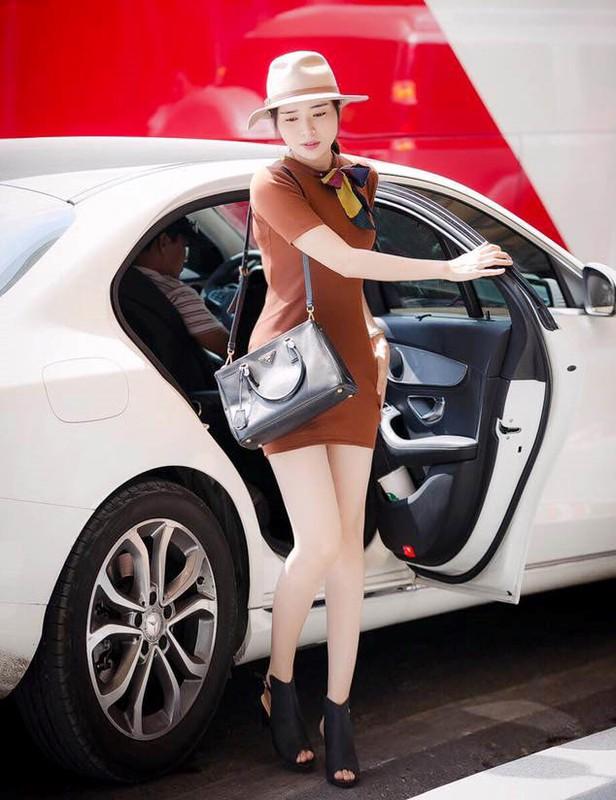 Chan dai Cao Thai Ha tau xe sang Mercedes E200 tien ty-Hinh-7