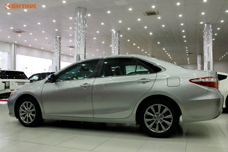 Can canh Toyota Camry XLE gia 1,9 ty tai Vieetj Nam-Hinh-2