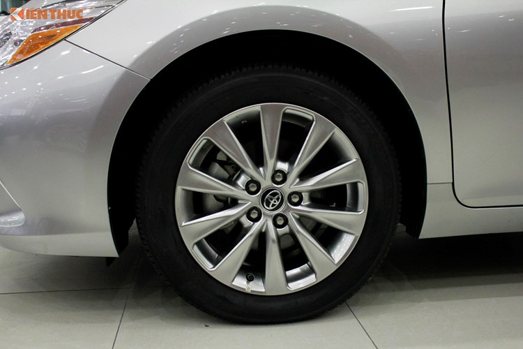Can canh Toyota Camry XLE gia 1,9 ty tai Vieetj Nam-Hinh-6