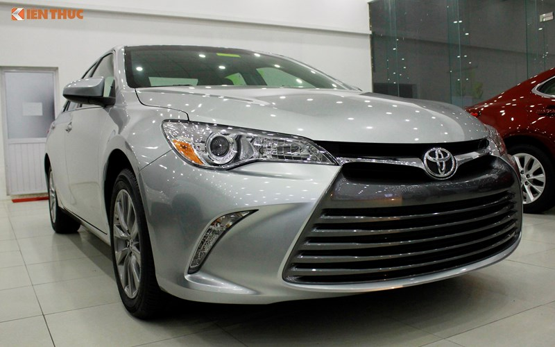 Can canh Toyota Camry XLE gia 1,9 ty tai Vieetj Nam