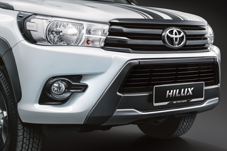 Can canh Toyota Hilux 2.4G Limited Edition gia 643 trieu-Hinh-2