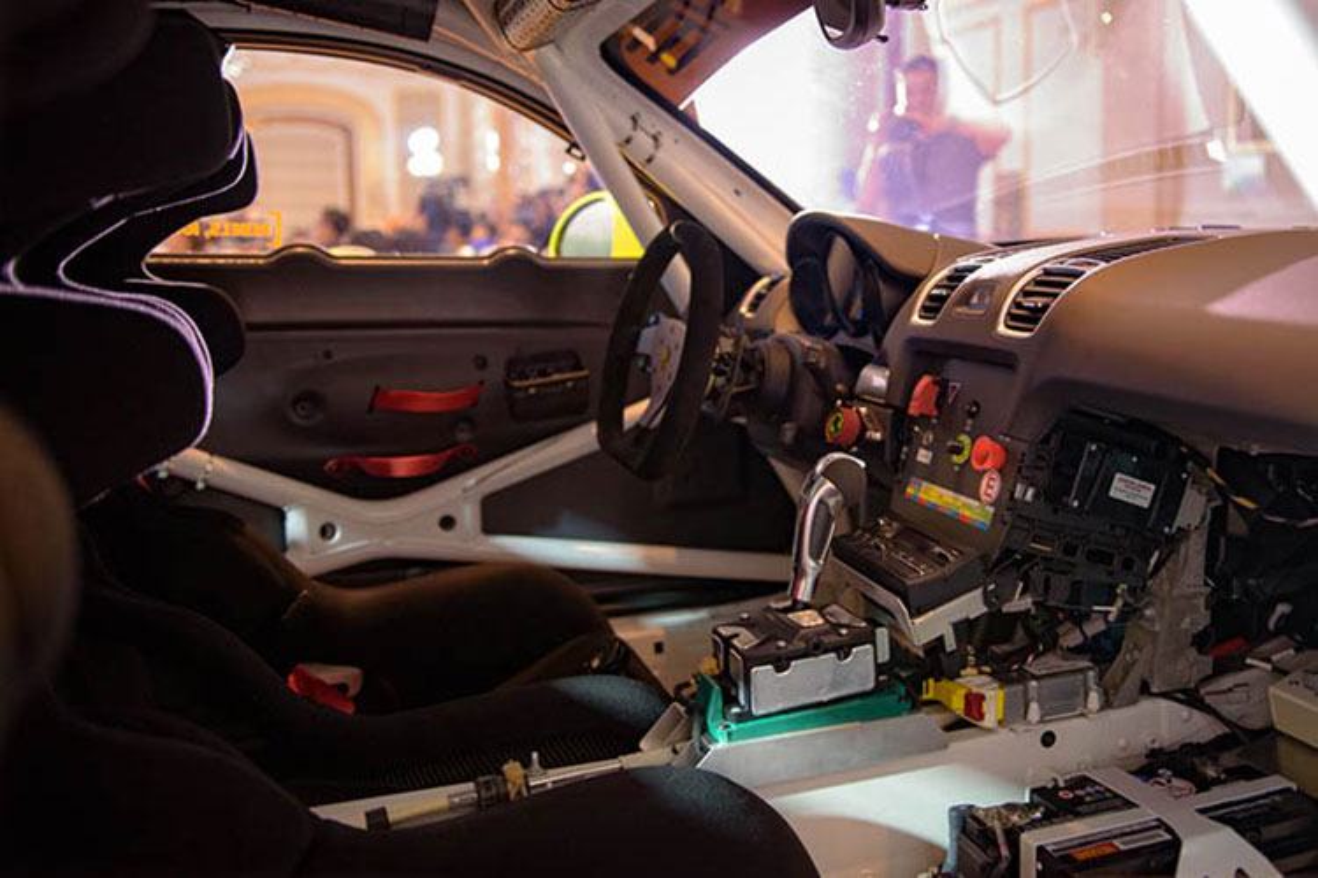 Sieu xe dua Porsche Cayman GT4 Clubsport tai Sai Gon-Hinh-7