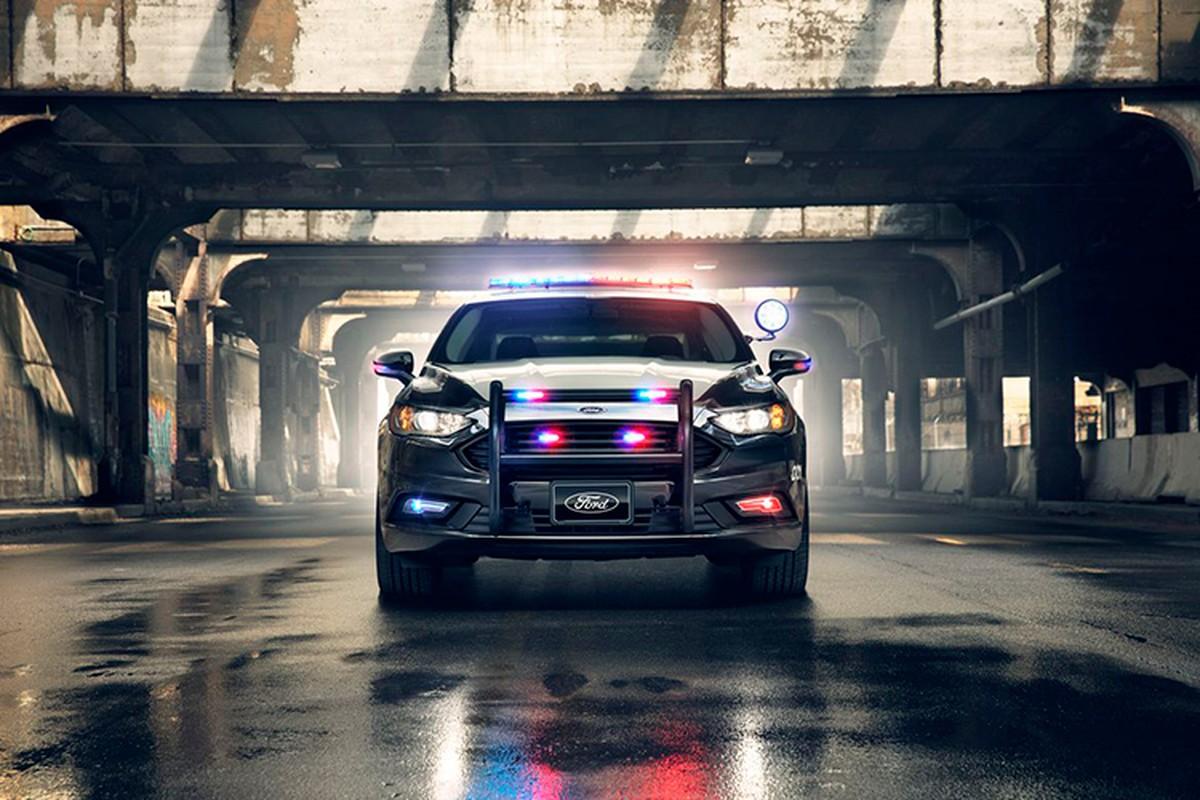 """Soi"" sedan Ford Plug-in Hybrid danh rieng cho canh sat-Hinh-4"
